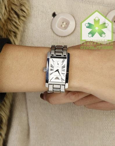 Đồng hồ chính hãng Armani AR0146 trên tay mẫu ảnh