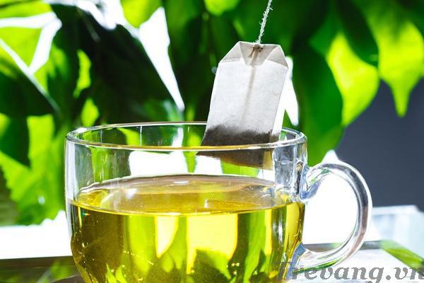 Ấm siêu tốc Fujika 1,8L với cốc trà nóng ấm áp