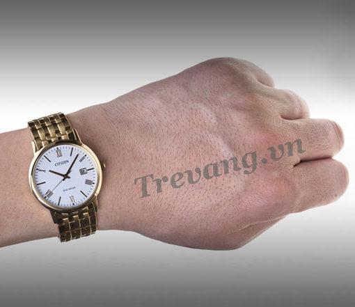 Đồng hồ Citizen BM6772-56A Gold trên tay mẫu ảnh