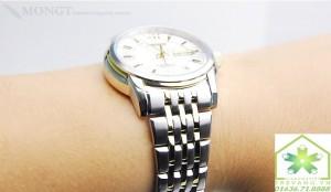 Đồng hồ Citizen nam NH8338-54AB trên tay mẫu ảnh