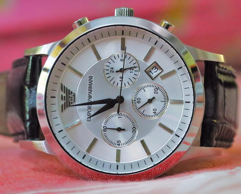 Đồng hồ Armani nam AR2432 có thiết kế tinh sảo, sắc nét.