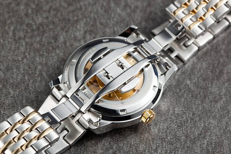 Đồng hồ Citizen NH 8338-54A chụp mặt lưng và chốt gập
