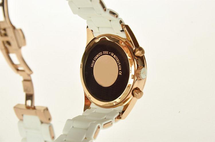 Ảnh chụp lưng chiếc đồng hồ armani nữ AR5920
