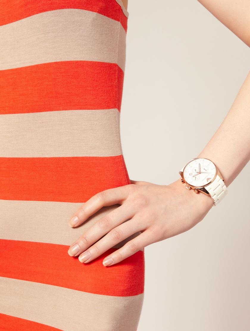 """Qúy cô """" đồng hồ yểu điệu cao cấp Armani AR5920"""" trên tay mẫu ảnh"""