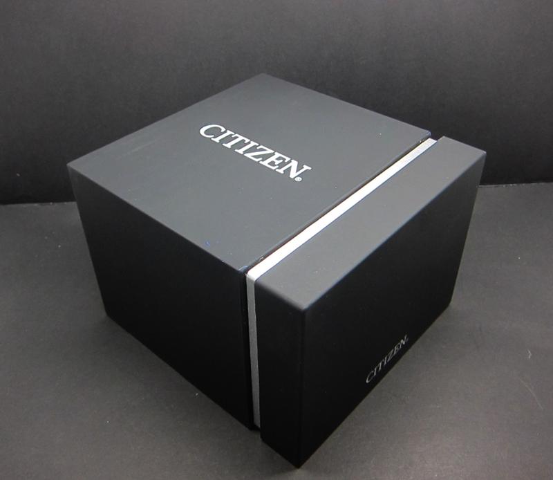 Đồng hồ Citizen với hộp đựng sang trọng