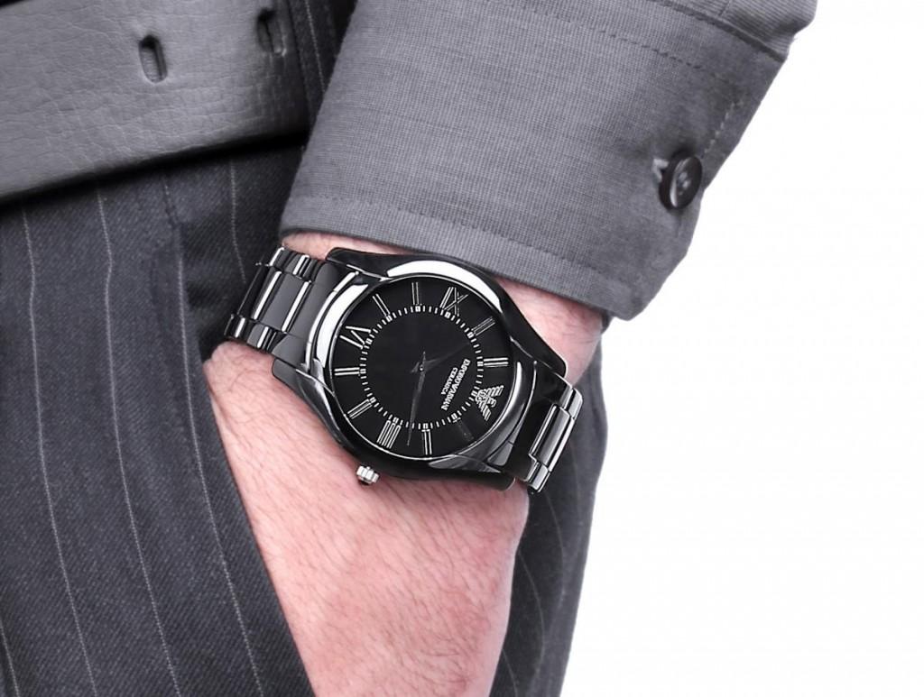 Đồng hồ nam Armani cao cấp AR1440 trên tay mẫu ảnh