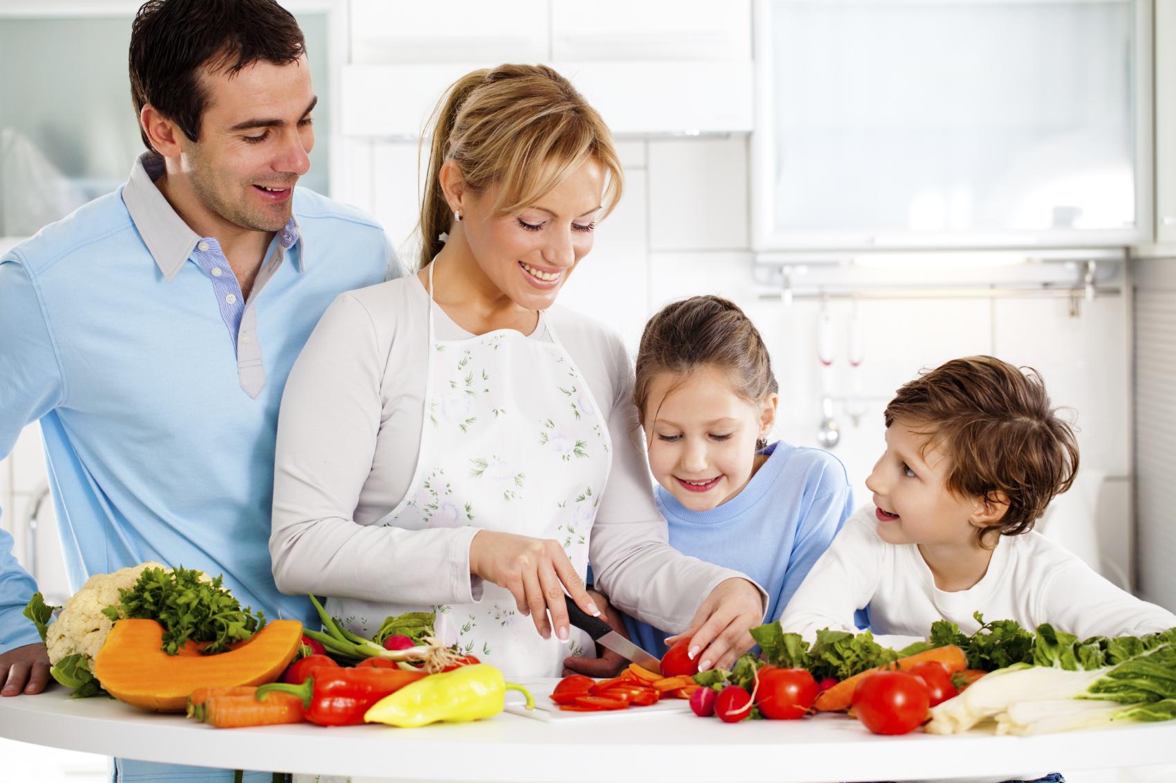 Gia đình vào bếp với Bếp hồng ngoại đôi saniyo