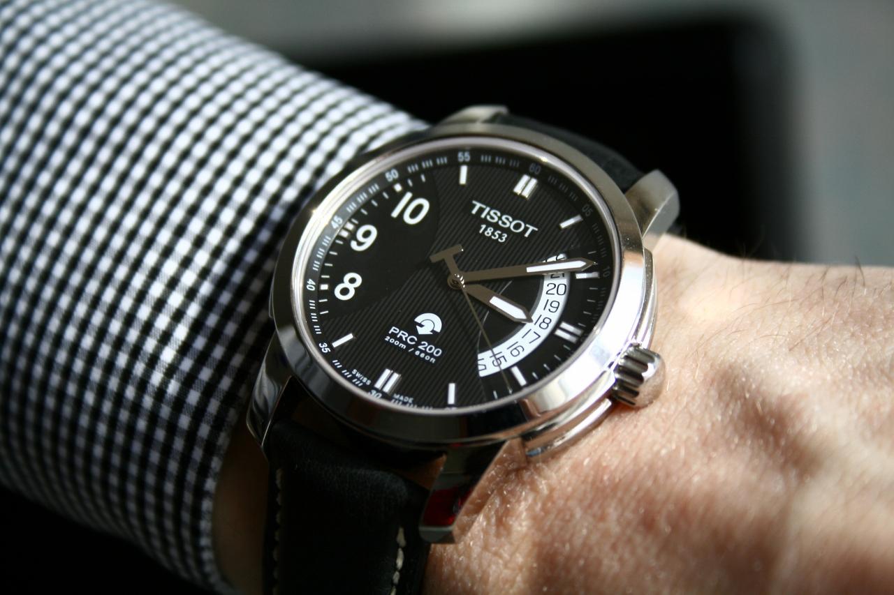 Đồng hồ Tissot PRC200 chronograph T014.421.16.057.00 mẫu trên tay