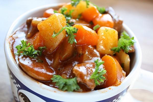 Món bò hầm củ cải từ nồi ủ chân không Shachu 7 lít Hàn quốc