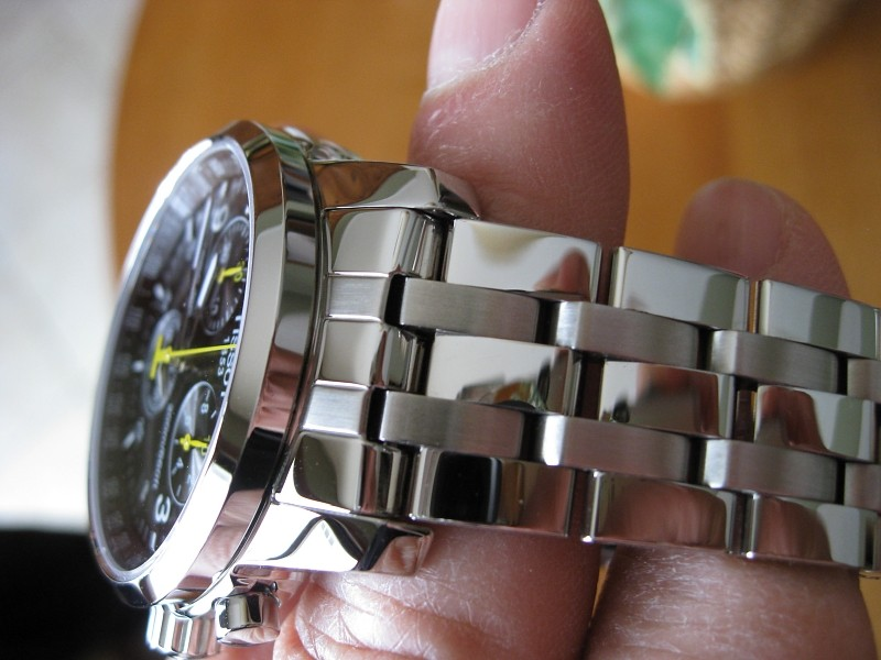 Đồng hồ Tissot T055.417.11.057.00 dây đeo thép hợp kim.