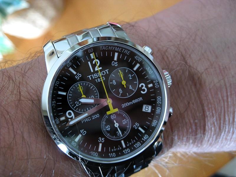 Đồng hồ Tissot T055.417.11.057.00 với 3 mặt số phụ.