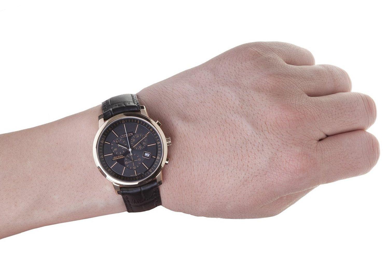 Đồng hồ đeo tay nam  Citizen AT0496-07E trên cổ tay