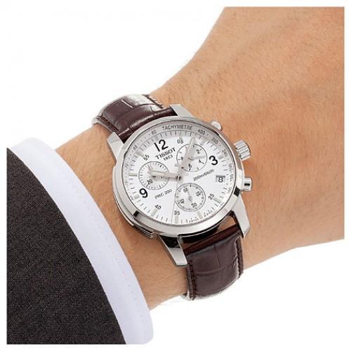 Đồng hồ cơ nam Tissot 1853 T17.1.516.32 trên tay mẫu ảnh.