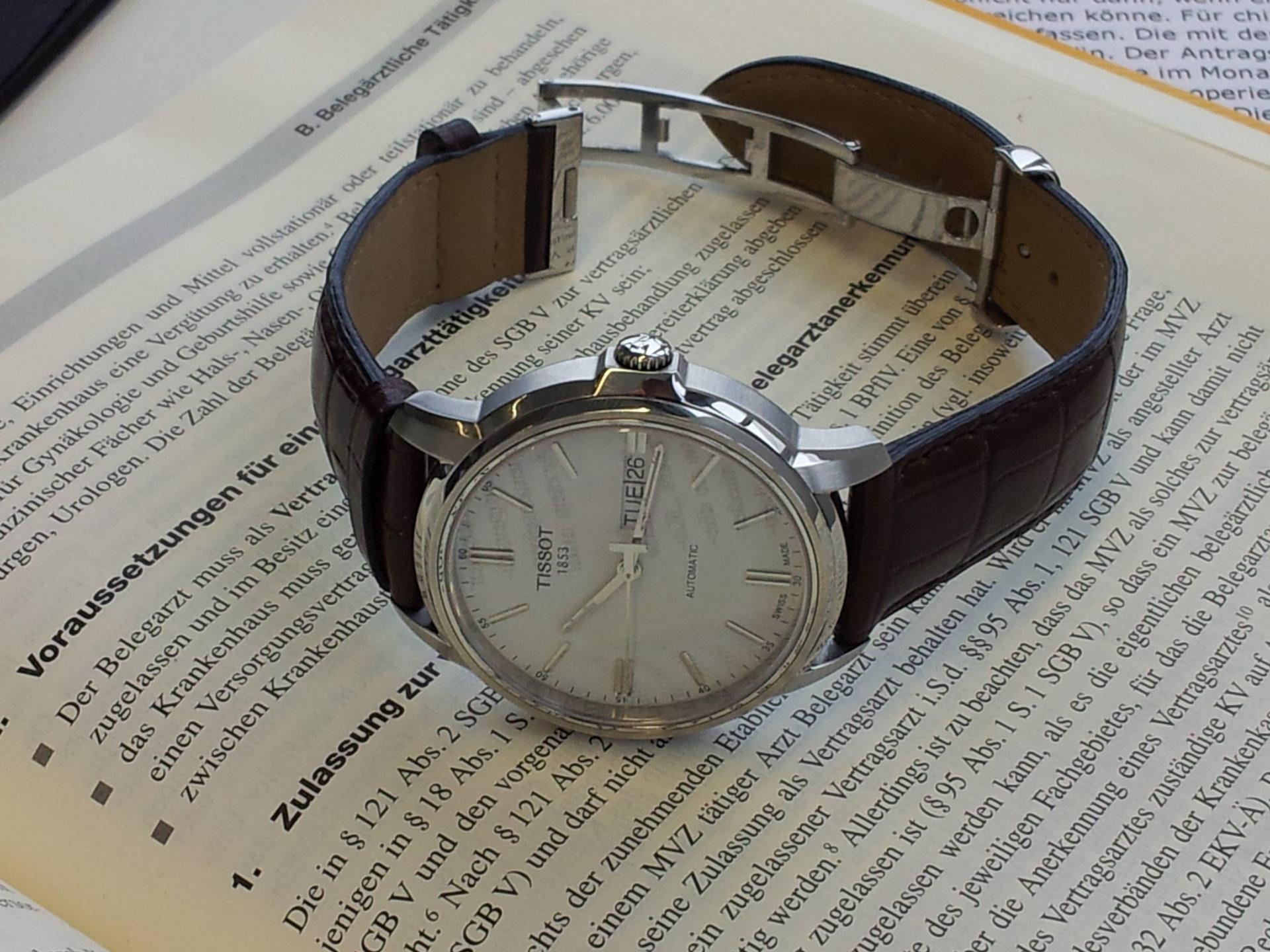 Đồng hồ tissot nam T19.430.16.031.001 chốt khóa gập