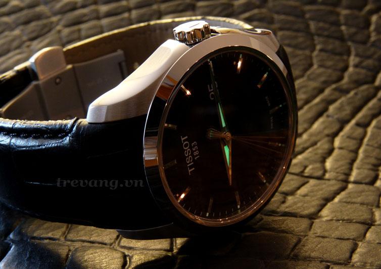 Đồng hồ Tissot T035-410-16-051-00 ảnh chụp ngang.