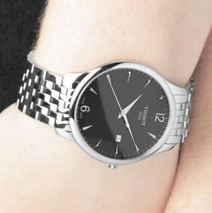 Đồng hồ nam Tissot 1853 T063.610.11.067.00 trên tay mẫu ảnh.