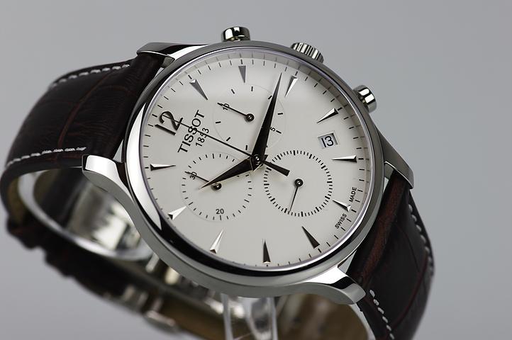 Đồng hồ Tissot nam T063.617.16.037.00 dây da năng động.