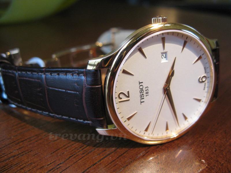 Đồng hồ Tissot 1853 T063.610.36.037.00 góc chụp xéo 45 độ.