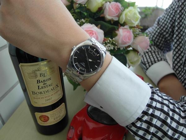 Đồng hồ Tissot chất liệu thép không ghỉ chống xước