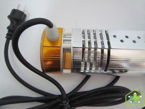 Đèn sưởi nhà tắm HE-IT110 chi tiết cắm nguồn điện