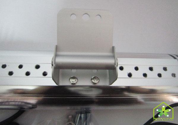 Đèn sưởi nhà tắm HE-IT110 vấu chốt lắp tường