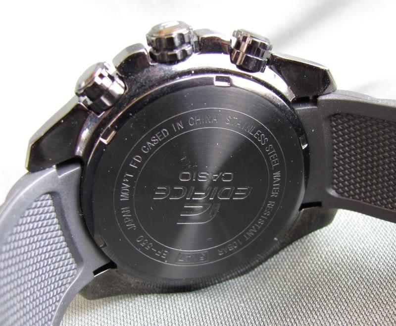 Thiết kế mặt lựng khá đơn giản Đồng hồ Casio nam EF-550PB-7A