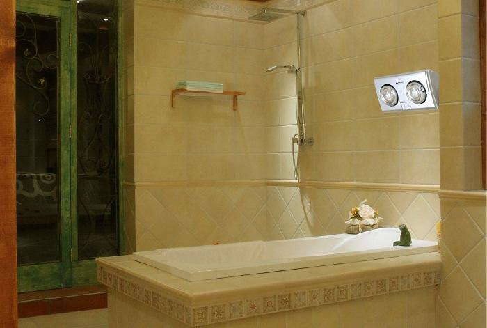Nhà tắm ấm áp với đèn sưởi nhà tắm Kottmann 2 bóng phủ bạc