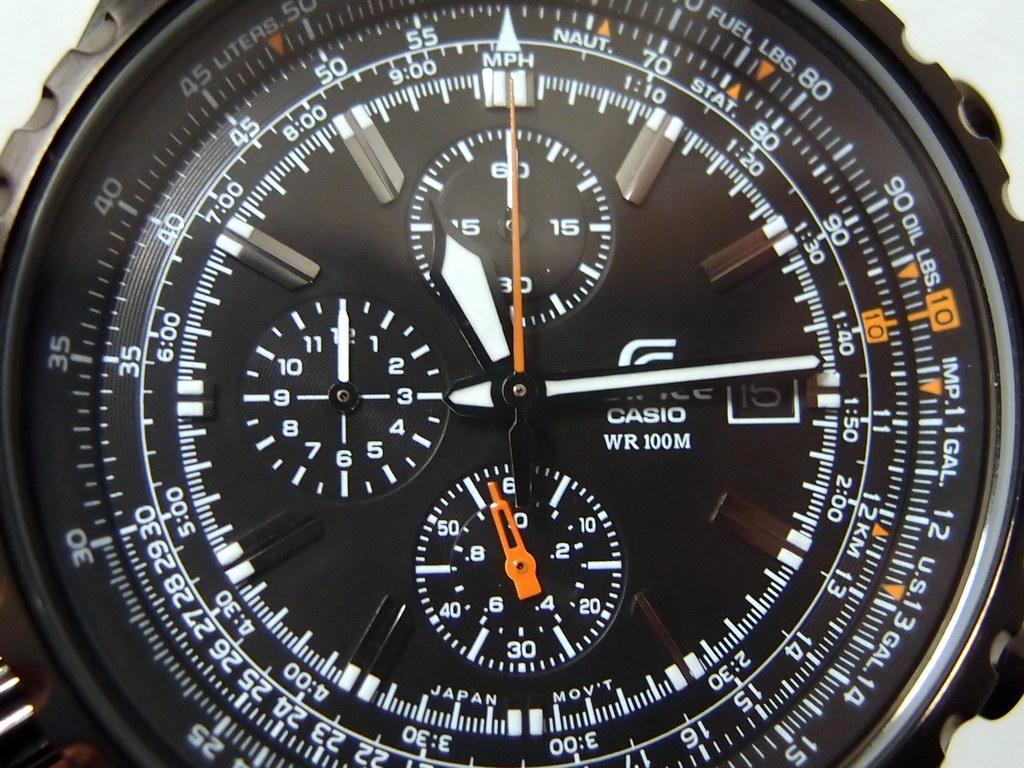 Đồng hồ Casio EF-527BK dành cho nam mặt kính khoáng cao cấp sáng