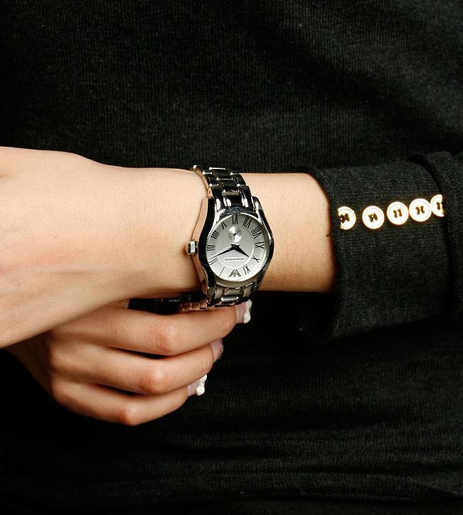 Đồng hồ Armani nữ AR0681 chín chắn và năng động