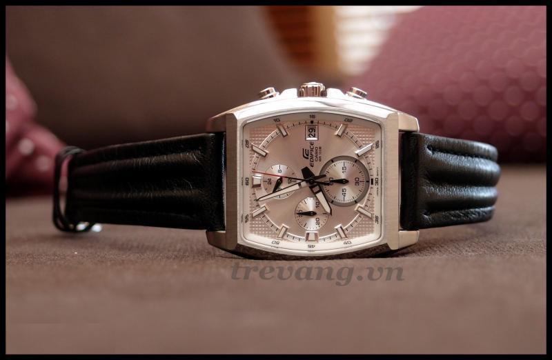 Đồng hồ nam Casio EFR-524L-7A Chronograph chụp ngang