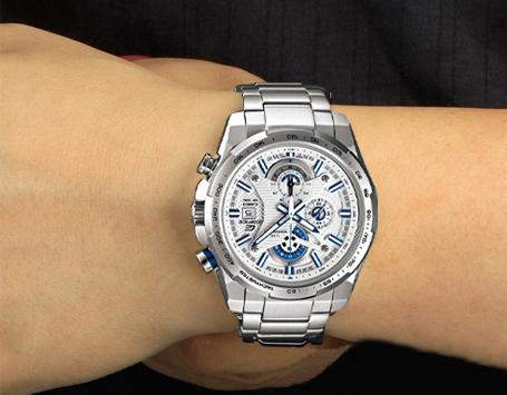 Đồng hồ nam Casio Edifice EFR-523D-7A trên tay mẫu ảnh.