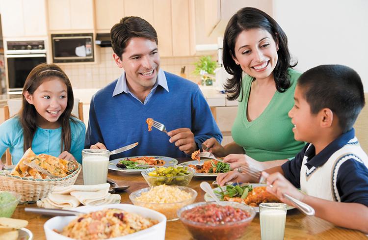 Bếp hồng ngoại Sanaky AT-04HGN bữa cơm gia đình ấm áp