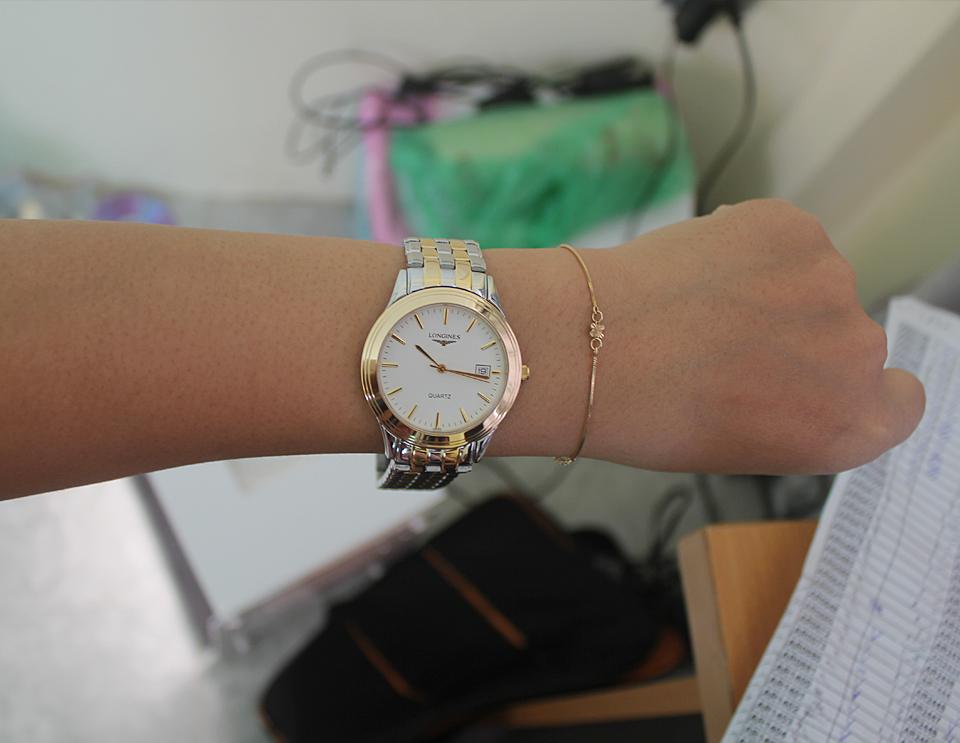 Đồng hồ Longines L4.774.3.00.5 trên tay mẫu ảnh
