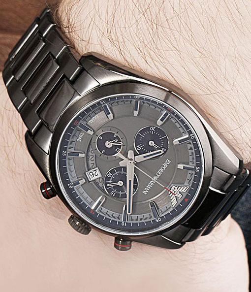 Đồng hồ nam Armani AR6037 trên tay mẫu ảnh