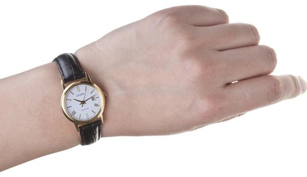 Đồng hồ Citizen EW1282-03A nữ trên tay
