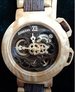 Đồng hồ nam bằng gỗ tinh xảo
