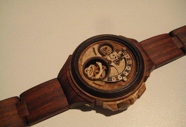 Đồng hồ đeo tay nam bằng gỗ nổi bật