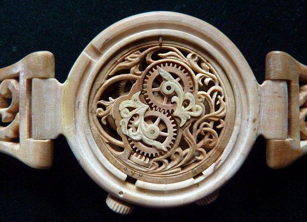 Đồng hồ nam bằng gỗ xuất xứ Nga