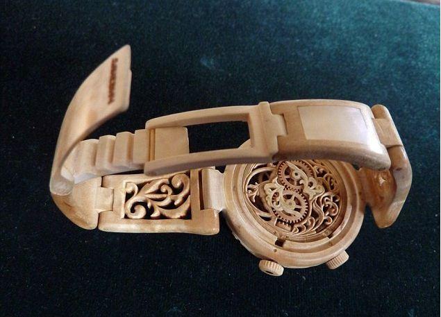 Đồng hồ đeo tay nam chất liệu gỗ quý