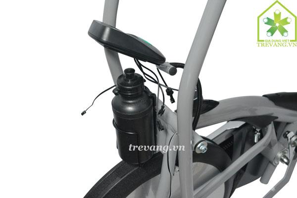 Xe đạp tập thể dục Titan chôc để nước