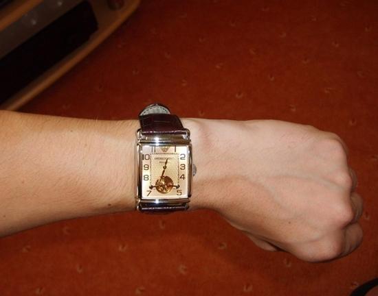 Đồng hồ Armani nam AR4223 đeo tay