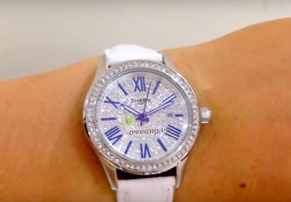 Đồng hồ Casio nữ SHE-4510L-7A trên tay