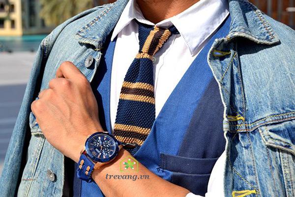 Đồng hồ Guess W0366G4 trên tay mẫu ảnh