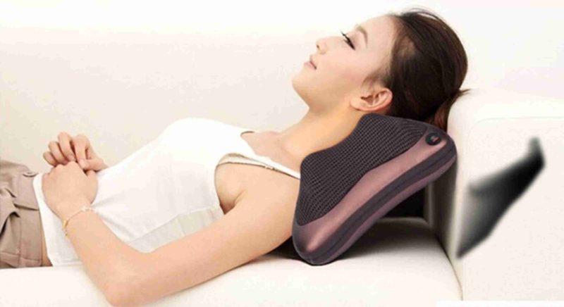Sản phẩm gối massage đức có thiết kế giống chiếc gối thông thường