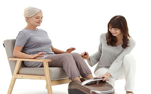Điều trị xương khớp ở người cao tuổi với đệm massage toàn thân
