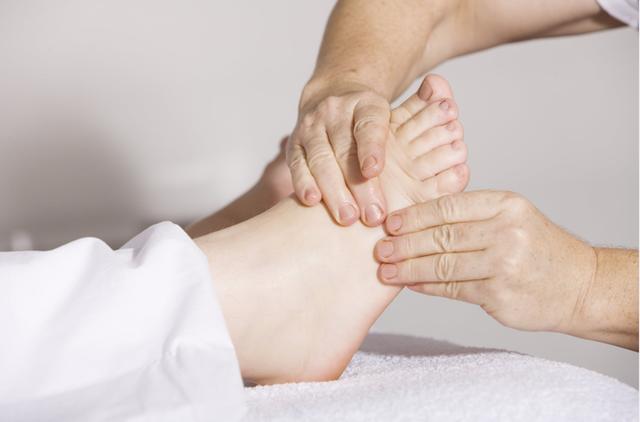 Đôi chân không còn tê mỏi với máy massage chân 2019