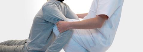 Ghế massage toàn thân Panasonic EP-MA73F kéo căng ngực