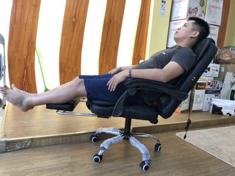 Có thể ngủ trưa thoải mái ghế massage văn phòng 2019