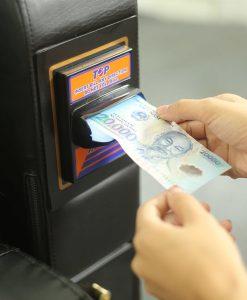 Nơi nhét tiền của Ghế massage tính tiền tự động Panasonic EP-MA71