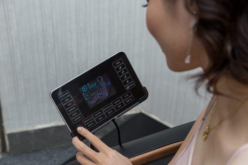 ghế massage toàn thân Fujikima Sky Pro FJ-A644 điều khiển